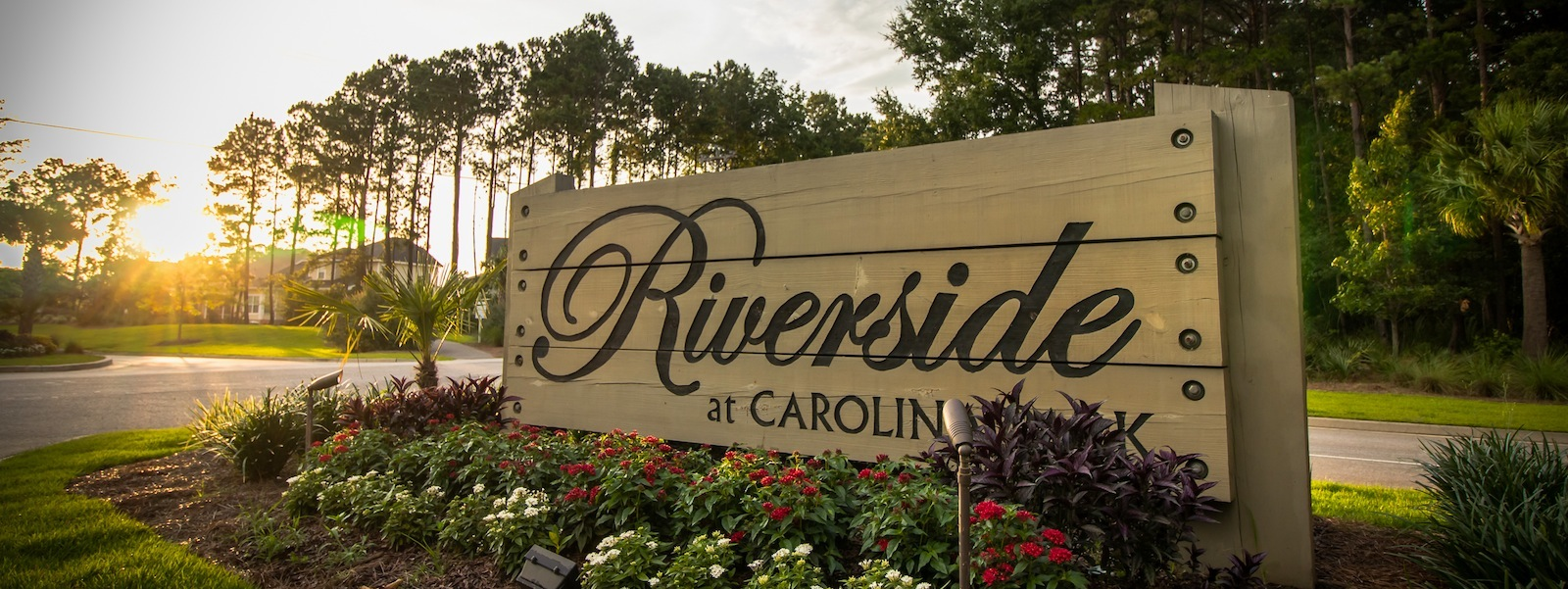 84_Riverside_Sign_FULL.jpg